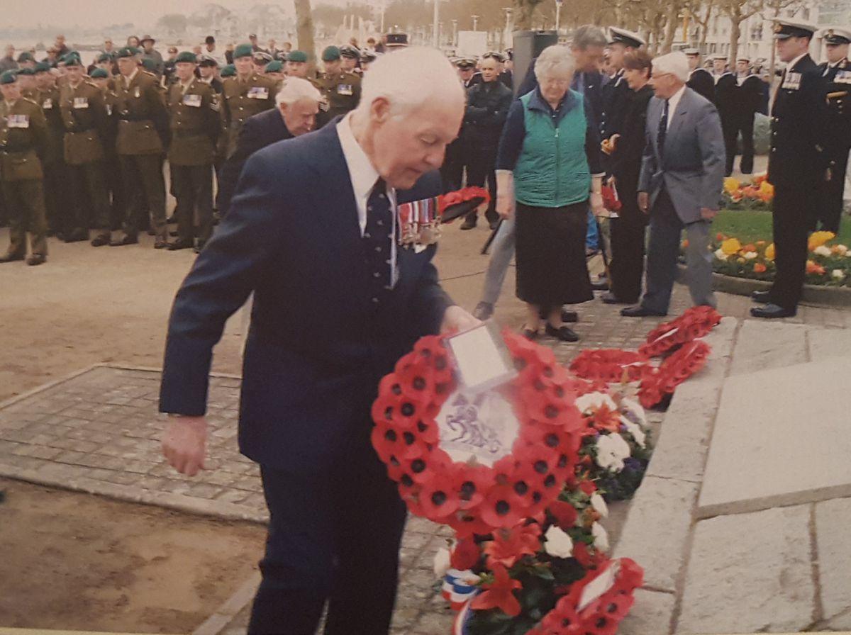 Dr Bill 'Tiger' Watson lays a wreath at Saint-Nazaire