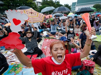 Thai protesters hold rally urging democratic reforms