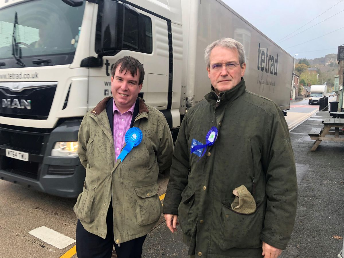 Craig Williams with Owen Paterson in Llanymynech, discussing the Welsh Conservative commitment to building Llanymynech/Pant Bypass
