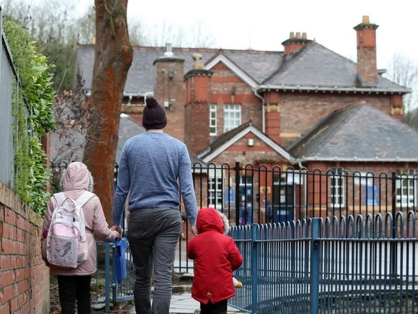 Shropshire parents told to follow Covid rules at drop-off or face £200 fine