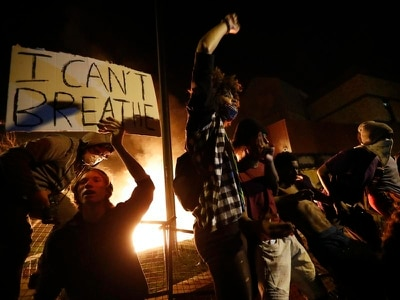 Protesters set fire to US police station following arrested black man's death