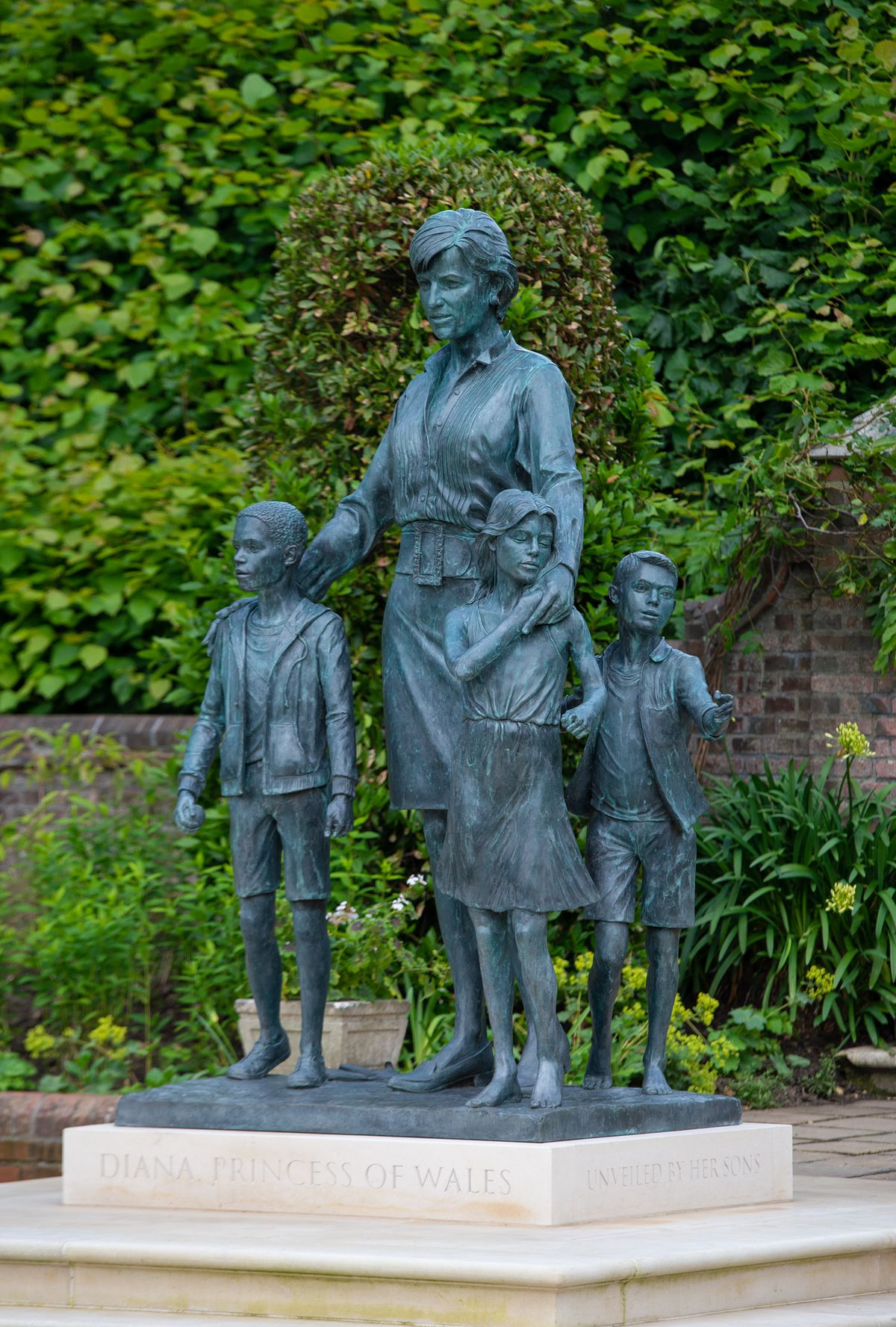 The statue stands in the grounds of Kensington Palace