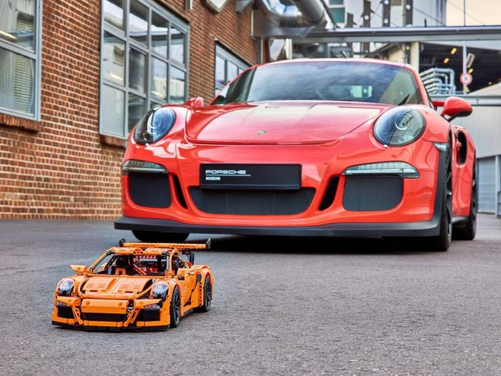 final lego porsche 911 gt3 rs rolls off production line. Black Bedroom Furniture Sets. Home Design Ideas