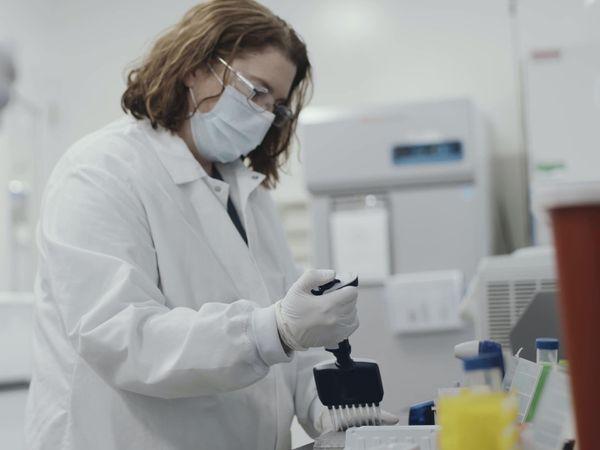 Coronavirus Moderna vaccine staff