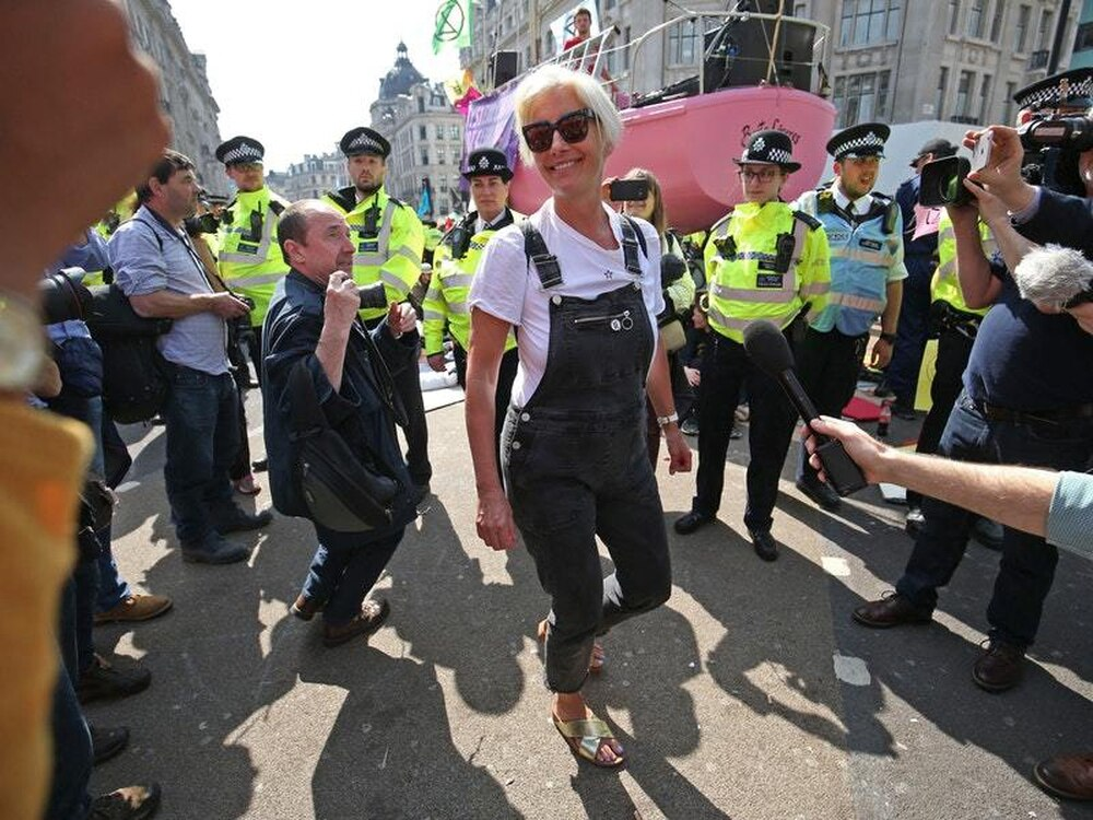 Police debond and remove climate protesters from Waterloo Bridge
