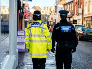 BORDER COPYRIGHT SHROPSHIRE STAR JAMIE RICKETTS 23/01/2019 - Police Officer and Police Community Support Officer walk the streets of Oswestry..