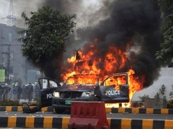 Violence erupts in Pakistan as lawyers storm hospital